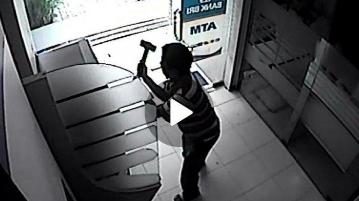 Pukuli Mesin Berkali-kali Seorang Pria Rusak ATM Pakai Palu Gara-gara Depresi Ditinggal Istri