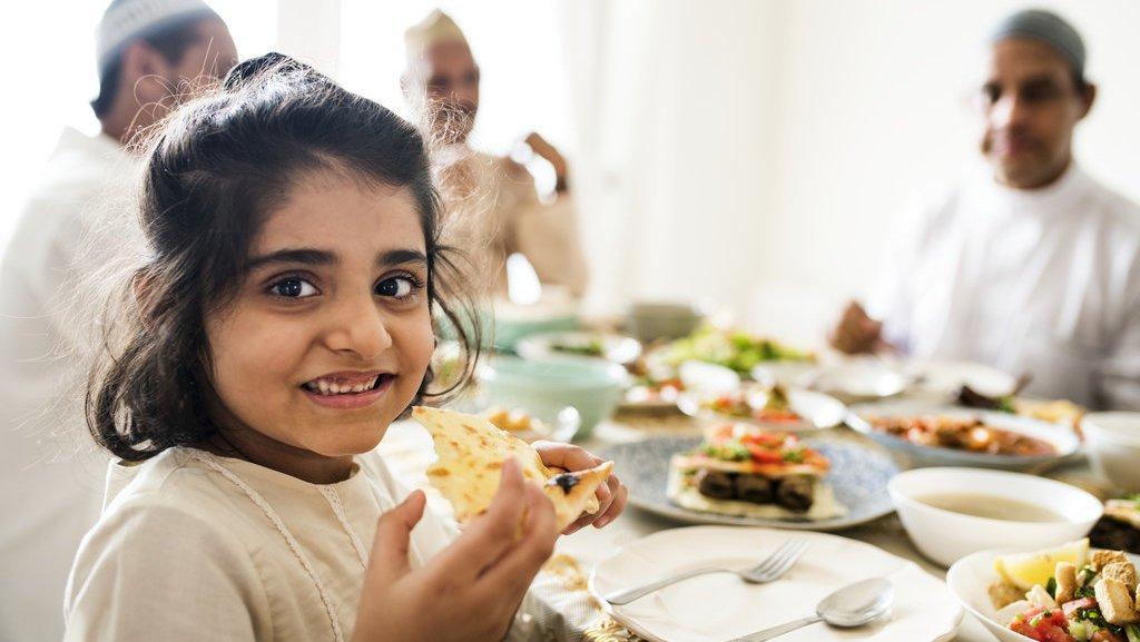 Tips Dari Psikolog Untuk Mulai Biasakan Anak Berpuasa